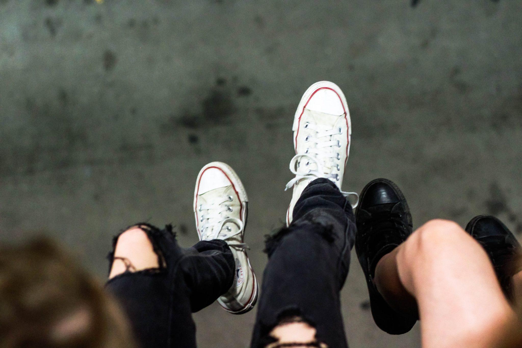 Fötter som hänger